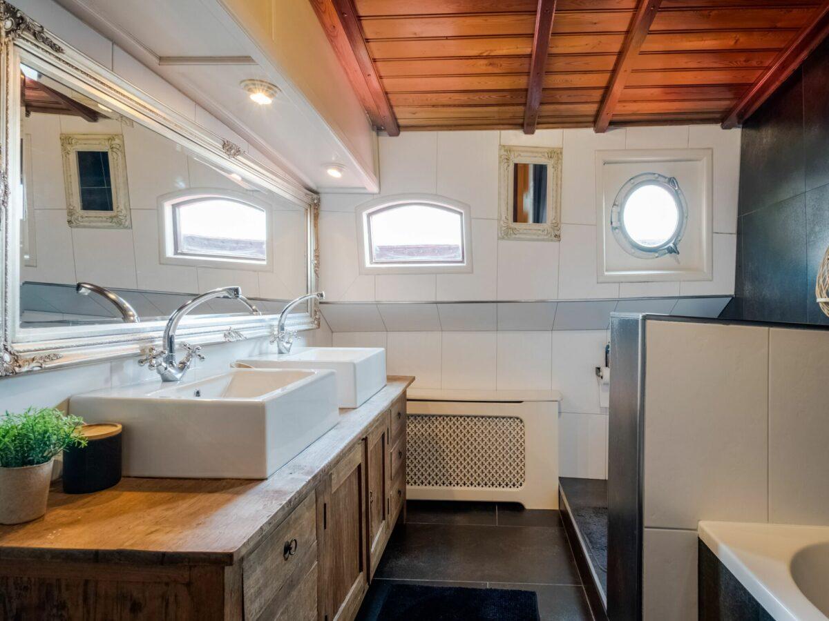 Badkamer authentiek schip - Belvilla Zandmeren Kerkdriel
